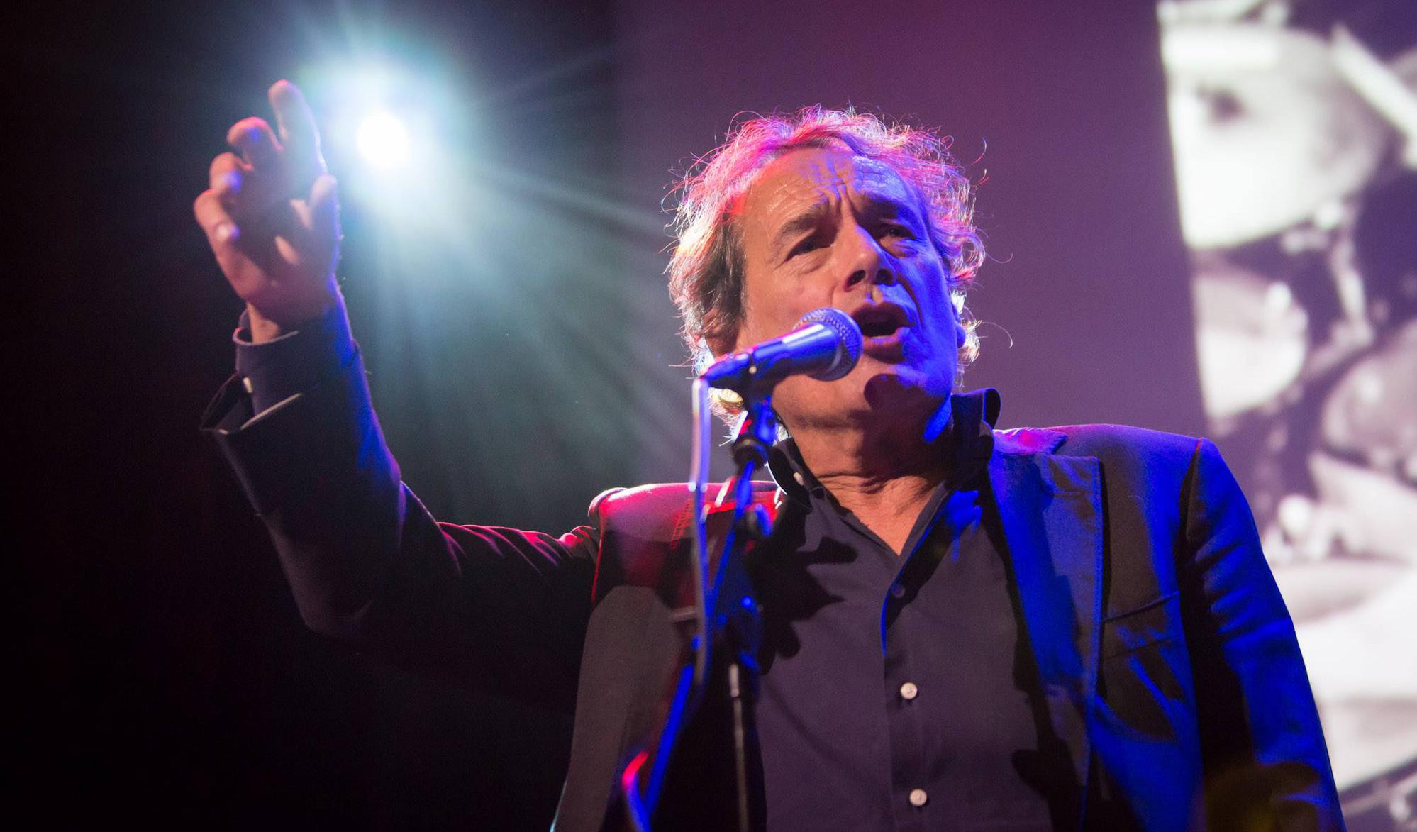 David Vos zingt in Club Dauphine